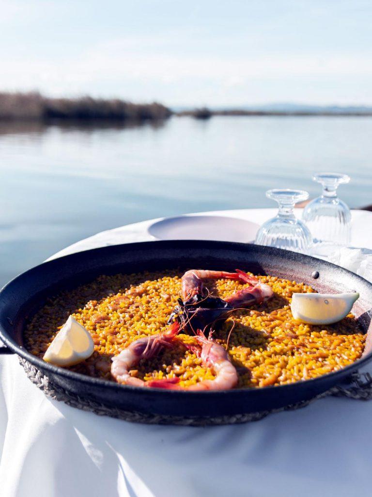paseo en barca y comida albufera paella